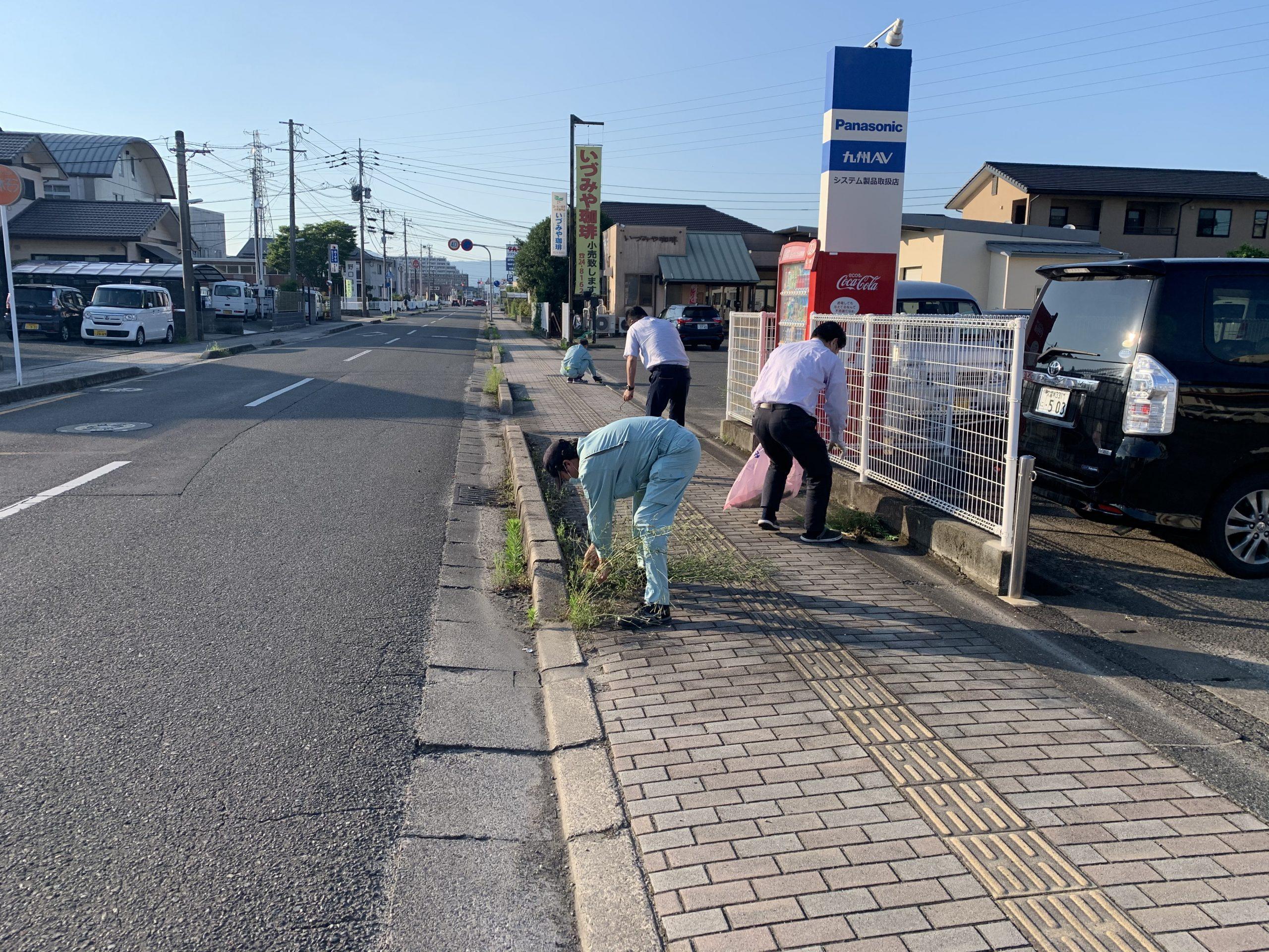 2020/6/22 佐賀支店にて草取り作業行いました。
